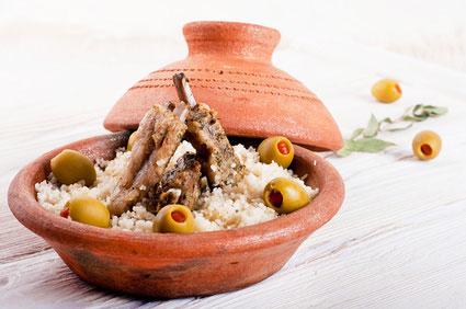 Tajine traditionnel de porc la table des leveurs - Cuisiner avec un tajine en terre cuite ...